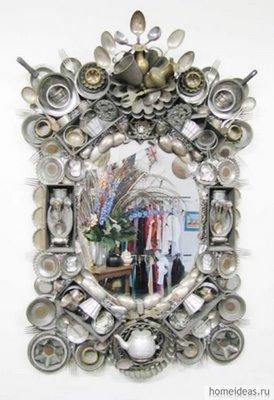 дизайнерское зеркало в декоре из столовой посуды