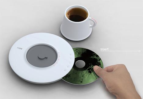 CD плеер в чашке кофе