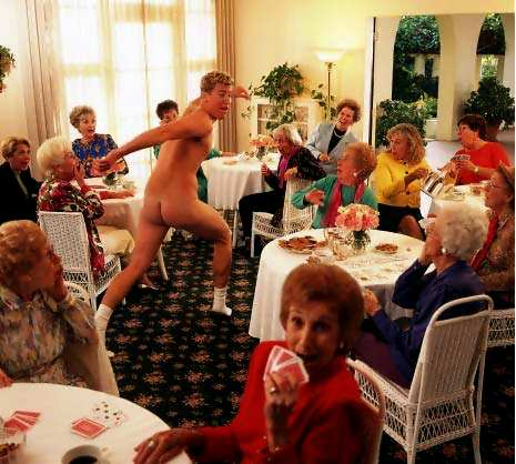 голый футбольный фанат в женском клубе
