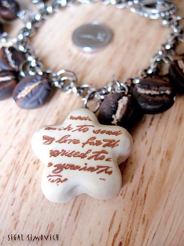 браслет из кофейных зерен / украшения своими руками