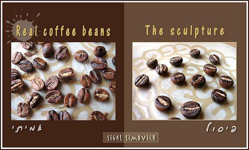 сравните кофейные зерна: настоящие и из полимерной глины