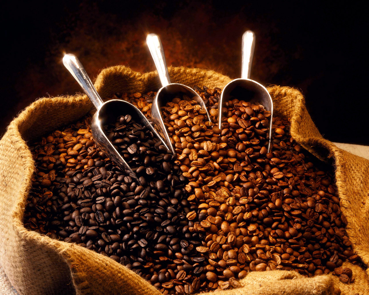 бесплатные обои для рабочего стола / кофейные зерна в мешках