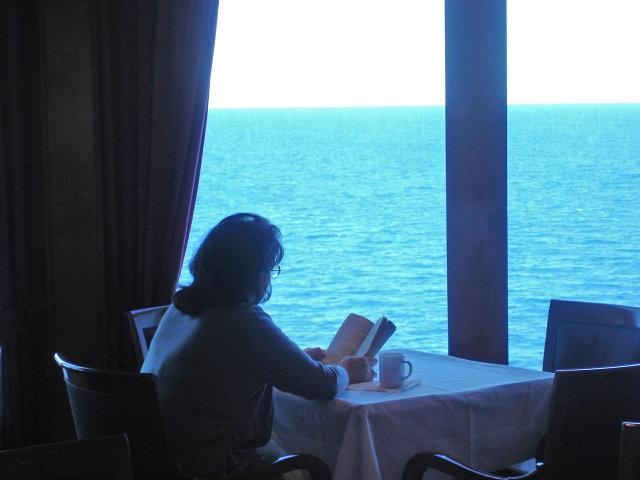 в кафе у моря