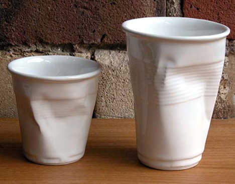 фарфоровые чашки в виде смятых пластиковых стаканчиков / дизайн Robert Brandt