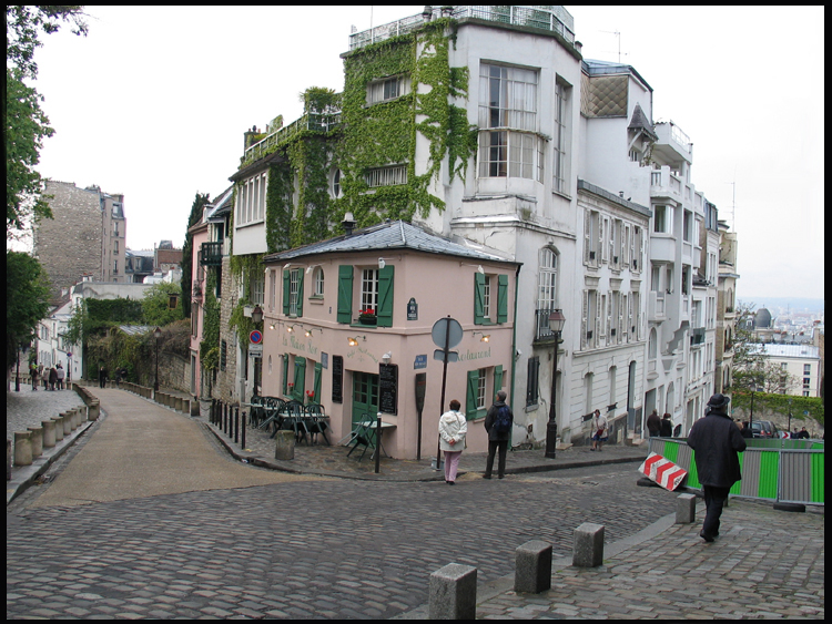 розовый дом на Монмартре / прогулки по Парижу