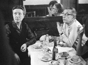 "Жан-Поль Сартр (Jean-Paul Sartre) и Симона де Бовуар в парижском ""Кафе да Флёр"""