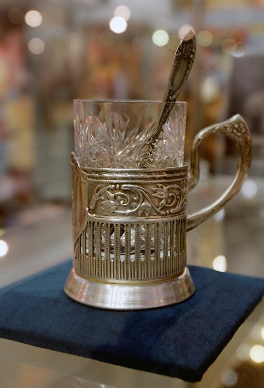стакан, из которого пил Сталин (серебрянный подстаканник и ложечка)