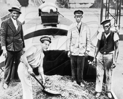 Уничтожение кофе во время экономического кризиса, 1932 год.