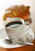 кофе с булочкой