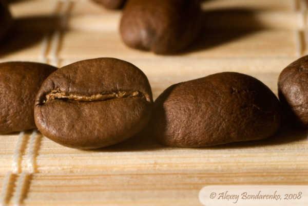 кофейные зерна похожи на буханки черного хлеба