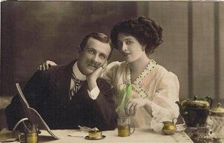 романтическое свидание за чашкой чая / старинная открытка