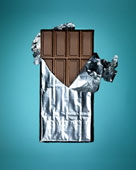 шоколад в раскрытой фольге