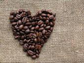 кофейные зерна в виде сердца
