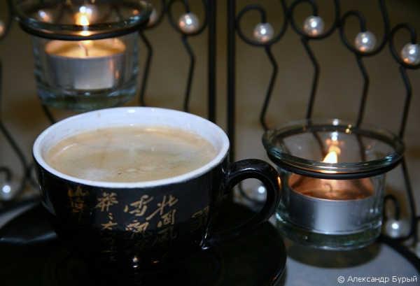 Кофе, свечи и маковый рулет
