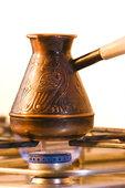 ибрик во время варки кофе