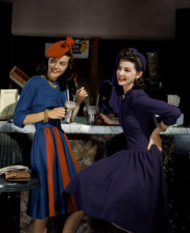 девушки в кафе - мода 1941