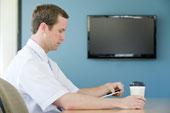 Пятна кофе на LCD-телевизоре помогают ученым в разработке новых технологий