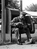 Почтальон пьет кофе - старое фото