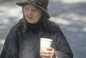 Кофе в руках у бедняка