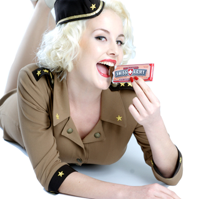 Девушка из рекламы шоколада для армии Швейцарии