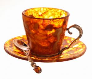 Чашка для кофе из янтаря с серебряной ложкой