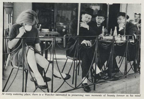 Черно-белая фотография середины ХХ века, посетители в кафе