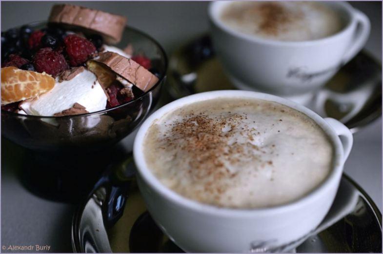 cappuccino Капучино с мороженым и свежими ягодами