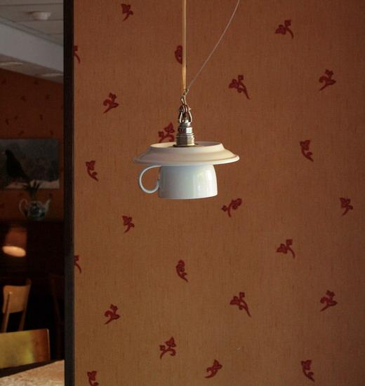 Люстра-светильник из чашки и блюдца