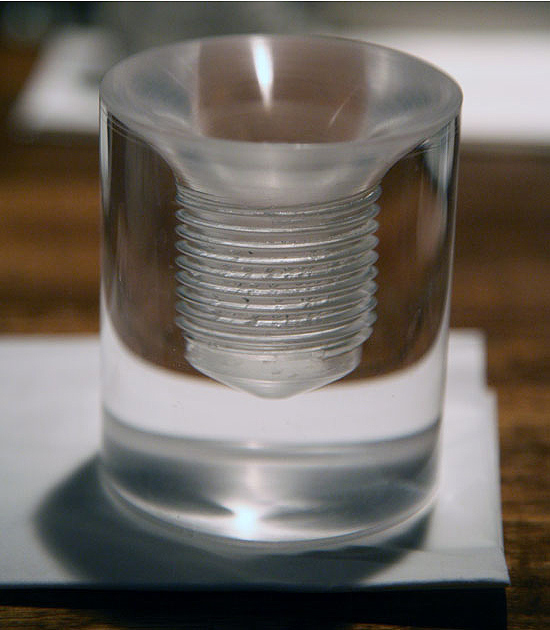 Необычный стакан для кофе в виде шурупа
