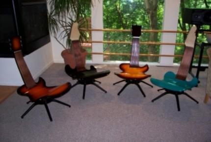 Необычные кресла для кафе в виде гитар