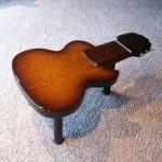 Столик для кофе в виде гитары