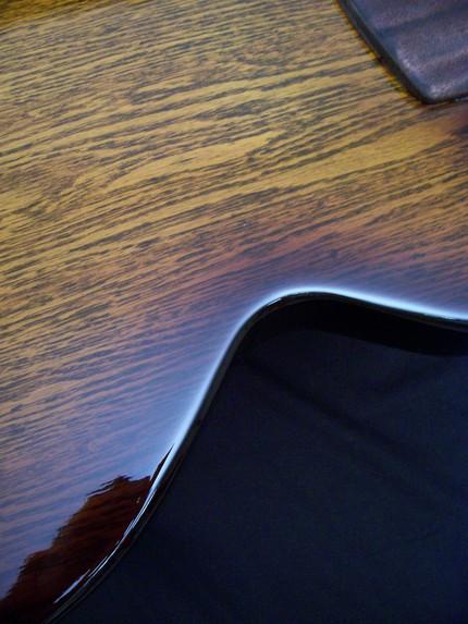 Столешница столика для кофе в виде гитары