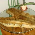 Необычный кофейный столик из старой коряги