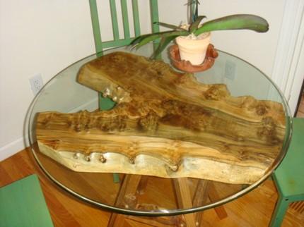 Необычный кофейный столик из дерева