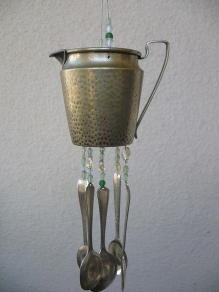 Декор китайских колокольчиков из молочника и ложек
