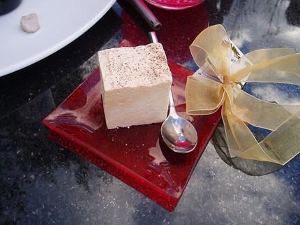 Мыло ручной работы в виде десерта тирамису