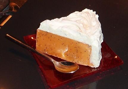 Мыло ручной работы в форме торта с апельсиново-кофейной начинкой