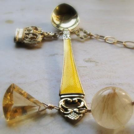 Золотая ложка на ожерелье