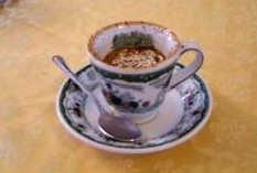 Чашка для кофе с именной печатью из кафе Гамбринус в Неаполе