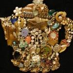Картина-мозаика из ювелирных украшений