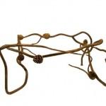 Гнутые сосновые ветки с шишками для ножек стола