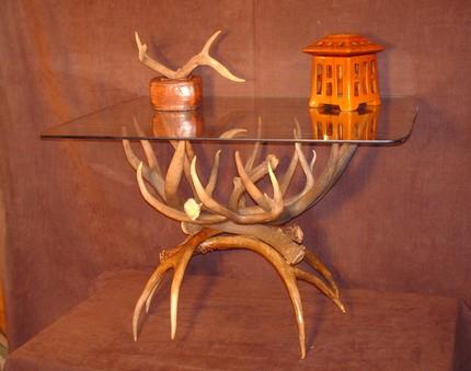 фото оленьих рогов в виде стола для кофе