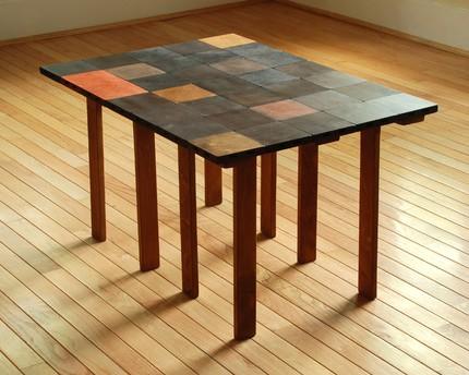 Кофейный столик из пазлов в сложенном состоянии