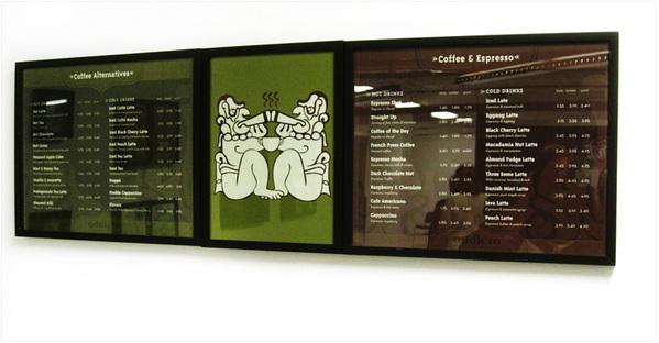 Настенное меню с ценами в кофейне Амстердама