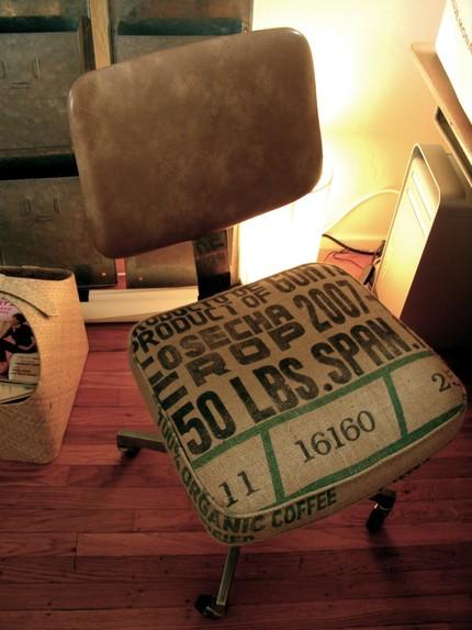 Обшивка для стула из кофейного мешка