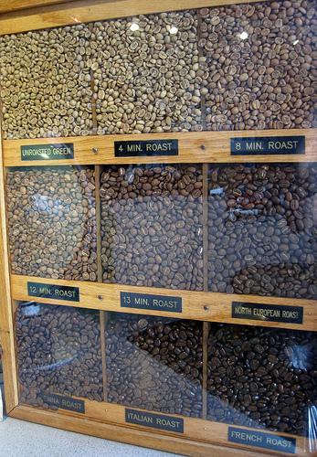 разные обжарки кофе, вид кофейных зерен