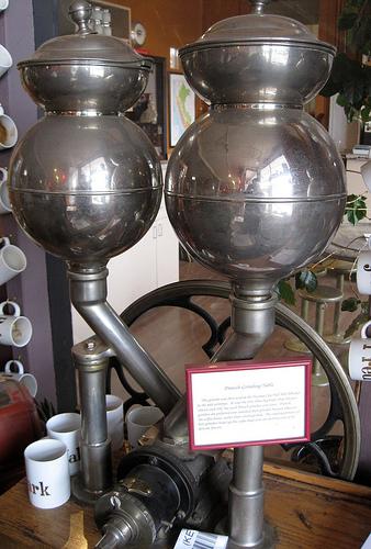старинная датская кофемолка