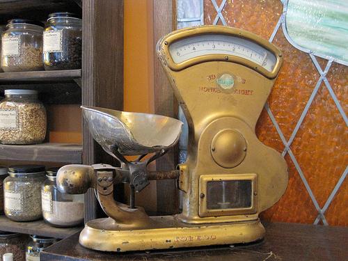 Старинные весы для кофейных зерен