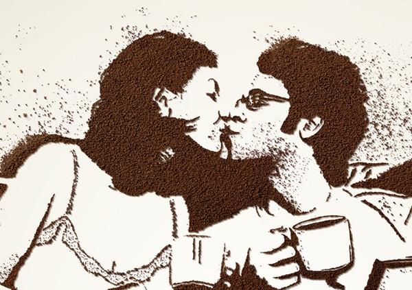 Рисунок из растворимого кофе в рекламном плакате